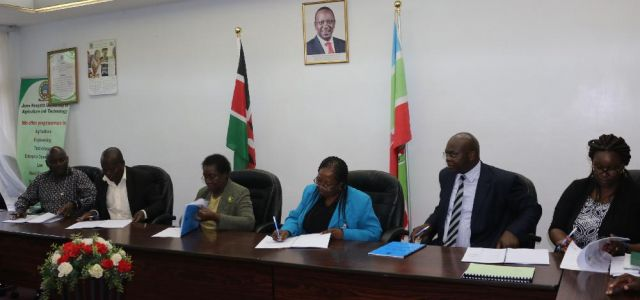 KUDHEIHA union representatives, the former VC Prof. Imbuga, the VC Prof. Ngumi, the former Registrar Administration Dr. Obwogi and the Ag. Chief Legal Officer Ms. Waithaka at the signing of the CBA on 11th April 2017.