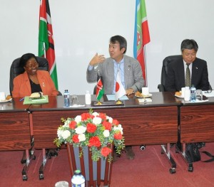 Hon. Ishiara makes a point during his interaction with faculty. He is flanked by Prof. Ngumi (left) and Mr. Eguchi