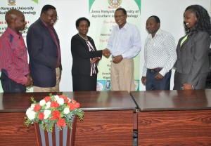 Prof. Imbuga (third left) meets Union officials led by Nickson Chege (third right) during a consulatitive forum