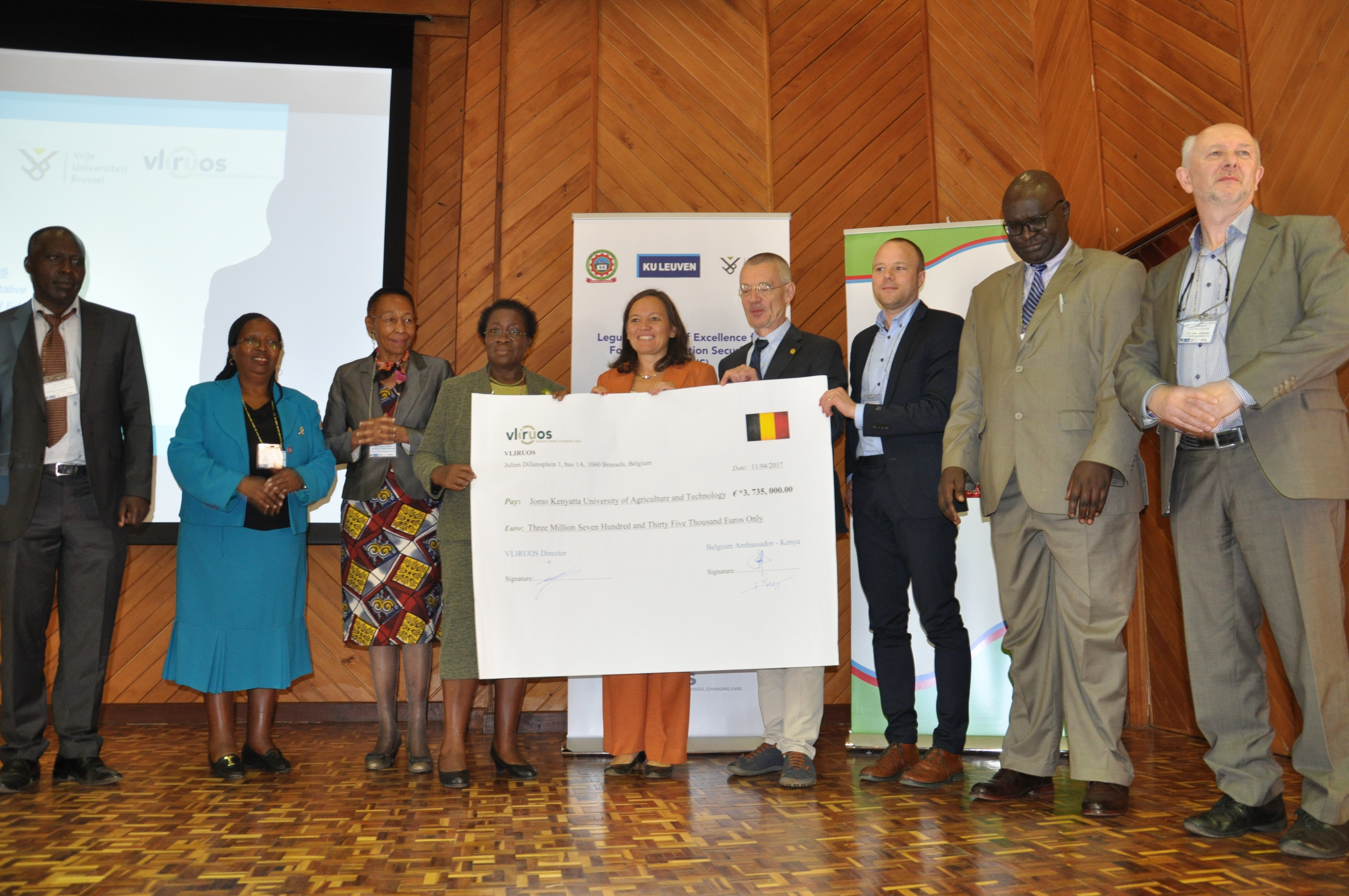 JKUAT Management and their Belgian Stakeholders show the dummy cheque donation that will support the legumes centre