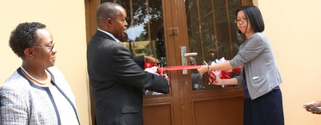 JKUAT Chairman of Council, Prof. Paul Kanyari Njuki and JICA Kenya Chief Representative, Keiko Sano officially open the Small Animal Facility for Research and Innovation (SAFARI) that aims to produce innovations in the fields of animal health sciences. Looking on is Vice Chancellor, Prof. Mabel Imbuga.