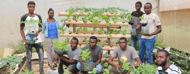 JKUAT students from the Horticulture Students Association (HoSA) have been installing kitchen gardens to those interested around the country to supplement quality and affordable food to families especially during these harsh economic times of the Coronavirus scourge.